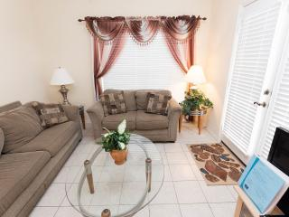 4 Bedroom 3 Bath w/2 Master Suites & Jacuzzi, Kissimmee
