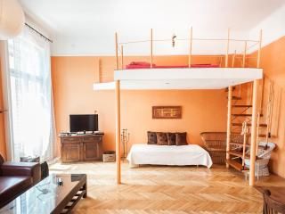 Great cheerful apartment,  beautifully decorated, Budapest