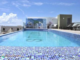 Great summer rates! Only 2 blocks from the beach & 5th Ave, spacious 2bdr, Playa del Carmen