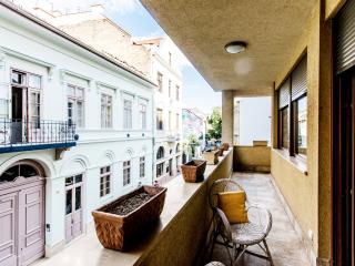 130m2 3 bedroom apartment A/C and WI-FI CITY30, Budapeste