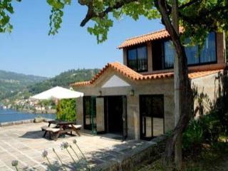 Casa da Eira, Mosteiro