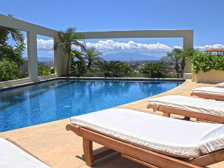 Stunning views, walk everywhere! Llave del Corazon, Puerto Vallarta