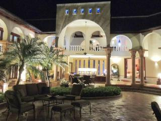 Villa de los Suenos --Casa de Campo