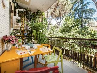 Cozy apartment close to Vatican overlooking a beautiful park