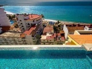 V177 Luxury Condo with patio, Puerto Vallarta
