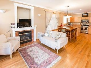 Perfect Location Ballard - 3BR 2.5 BA Townhome Walkers Paradise