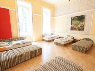 feelBudapest 140 sqm 3 baths 14 sleeps