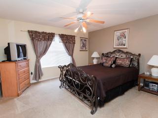 The Queen Bedroom 2
