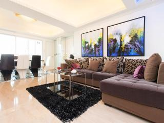 YAU MA TEI*LOCATION!*MTR*SEAVIEW*BALCONY*4bed3bath*QUIET, Hong Kong