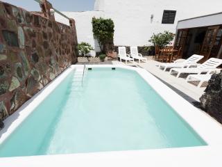 Casa Rural Medinilla. piscina privada Climatizada, Conil