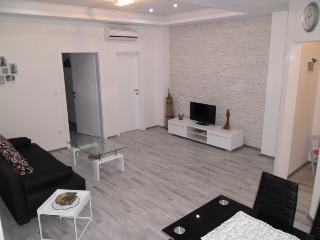 APARTMENT LIPIC