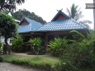 Air-Conditioning Room with One King Bed, Room Only, Ao Nang