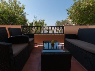 Close to Sea&City / Pool&Grill, Apartment Lemon, Ciudad de Rab