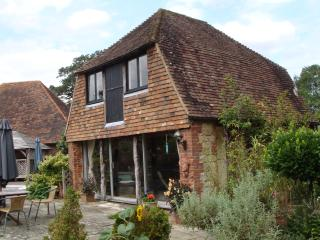 Charming cottage in a hidden location, Ashford