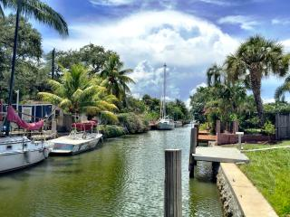 AMAZING 2/2 ENTIRE WATERFRONT HOME!, Fort Lauderdale