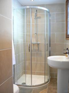 Ensuite to one of the twin bedrooms