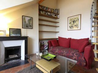Flat with mezzanine in the heart of Montmartre, París