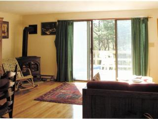 Lovely Cape Cod condo with pools, tennis, bikes, Brewster