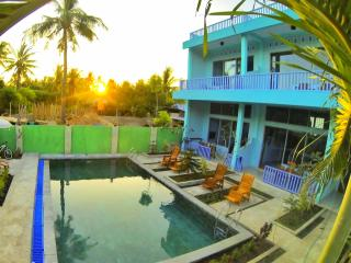 Two-bedroom villa with shared pool., Gili Trawangan