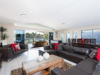 Large open plan - room for everyone