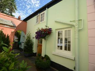 ACOUR Cottage in Appledore