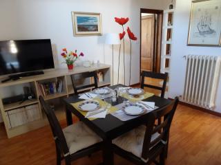 sala da pranzo con possibilità di allungare il tavolo per far sedere comodamente 6 persone