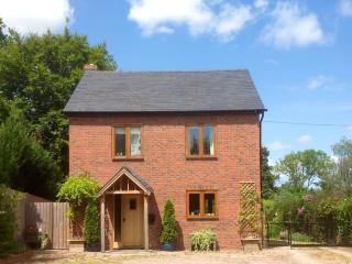 3 bed house quiet village location large garden, Leominster