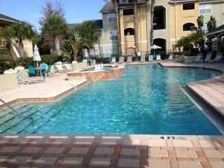 AVALON LUXURIOUS CONDO MINUTES FROM CLEARWATER BEA, Clearwater