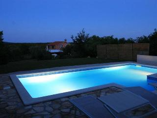 romantic poolhouse -haus ALLEGRA, Nedescina