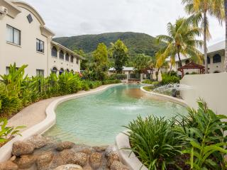 Unit 14 Mango Lagoon Premier Courtyard Apartment, Palm Cove