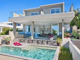 10 paces from the beach entry - BEACH HOUSE NOOSA a luxury villa