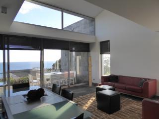 CALOURA-Direct Ocean Front + praia + piscina-resort como, Agua de Pau
