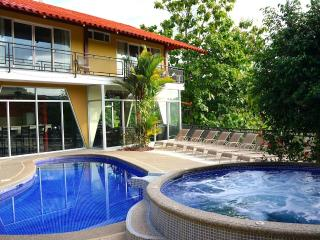 10BR Villa Los Amigos - Private Bus w/ Driver - Up to $250 Booking Bonus!