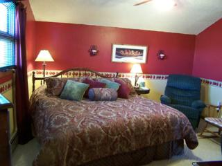 King Bedroom, Private Bathroom,  Hot Brkfst for 2, Del Norte
