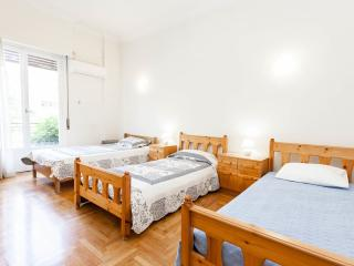 Flat near  Archeological Museum, in Athens Center, Atenas