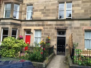 Newly decorated first floor apartment ideally situated in Marchmont