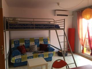 Estudio con aire acondicionado, garaje y piscina