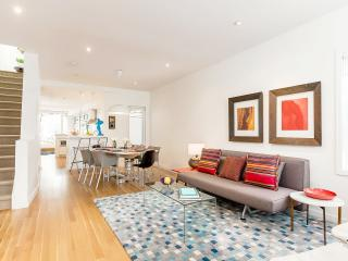Stylish New House Downtown 2 bed, 2 bath, parking