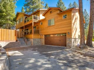 Recently Renovated 5 BR. Minutes From Heavenly, South Lake Tahoe