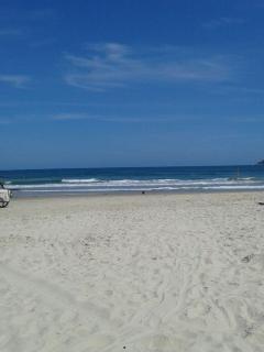 Praia limpa e segura !!! Linda assim mesmo ...