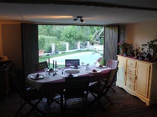 Terrasse couverte pour les repas...