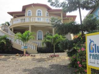 Ocean Front Luxury Beach House - sleep UP TO 12
