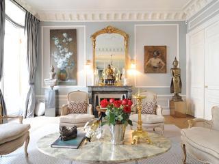Luxury 2 bed/2 bath in Saint Germain!, Paris