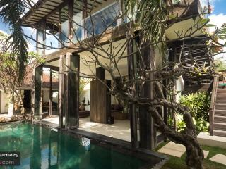 Villa Oberoi Luxury 4-Bed in the heart of SEMINYAK, Seminyak