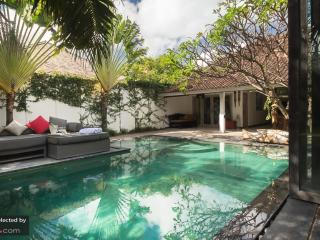 Villa Oberoi Luxury 4-Bed in the heart of SEMINYAK