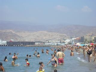 habitacion zapillo 200 euros mensuales o 100 quinc, Almería