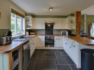 Fully fitted kitchen with all mod cons including fridge freezer, dishwasher, washing machine etc