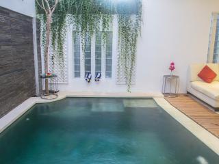 Private Villa with pool *A&H Villa*, Sanur