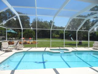 EXECUTIVE VILLA SET IN ONE ACRE FENCED AND PRIVATE, Kissimmee