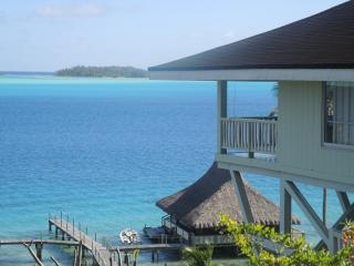 BEAUTIFUL LAGOONFRONT VILLA IN BORA BORA, Bora-Bora
